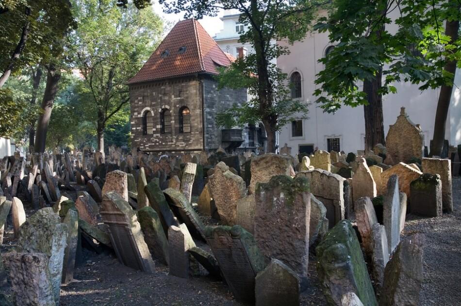 Eski-Yahudi-Mezarlığı-Prag-Çek-Cumhuriyeti.jpg