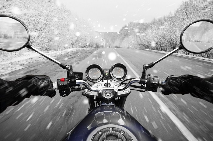 motorbike-winter-driving-snow-main.jpg